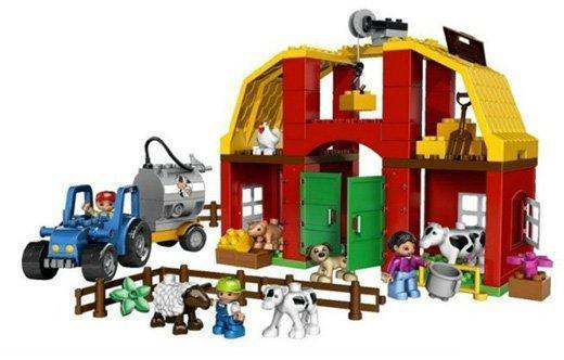 此套有滑轮组,大门,大屋顶,奶牛车,大量农场动物,小宝喜欢的红砖