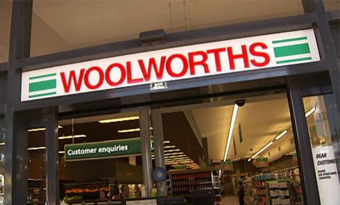中国游客在澳洲大型连锁超市抢购奶粉