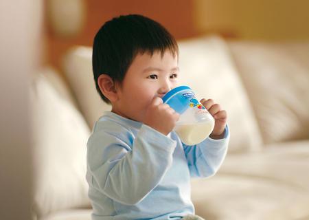 监管从严海淘奶粉口碑动摇 洋奶粉追逐热降温