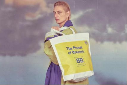 贫穷又一次限制了我的想象力 现在连塑料袋都买不起了