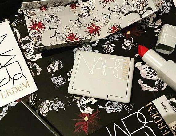 Nars与英国时装品牌Erdem美妝联名系列发布