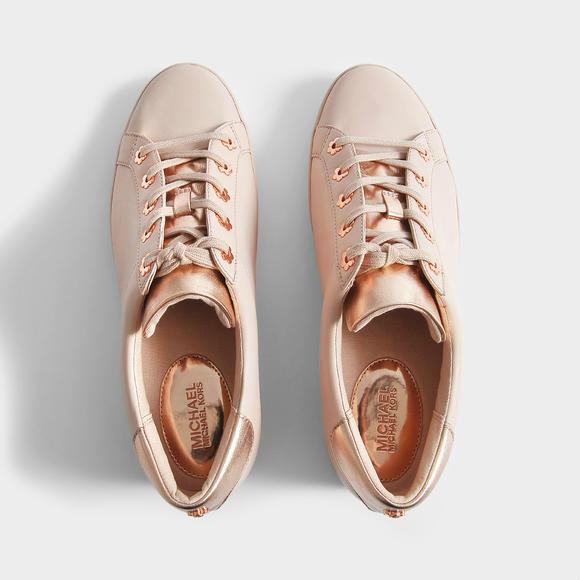 MICHAEL KORS Irving 女士运动鞋+ Prada Sunglasses in Pink Acetate 太阳镜