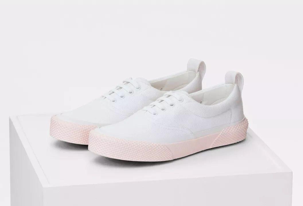 明星同款!2018流行的8款小白鞋(附报价)