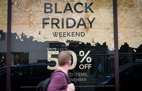 """黑色星期五为什么能使美国人疯狂剁手,谈谈这个神秘的""""黑五"""""""