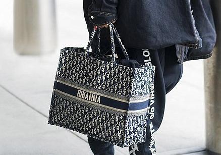 Dior推出包袋个性化刺绣服务 全球指定门店可体验