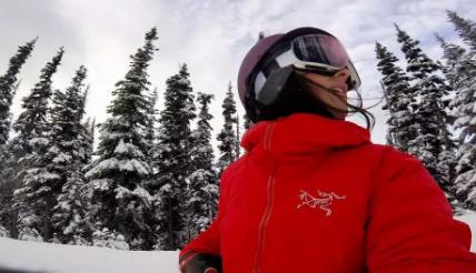 精選滑雪裝備 專為女性設計的Backcountry滑雪服