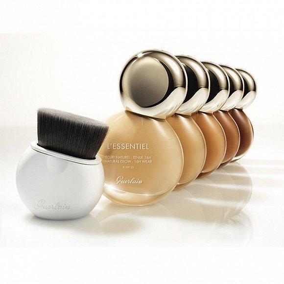 Guerlain嬌蘭推出全新亮顏裸光純萃粉底液